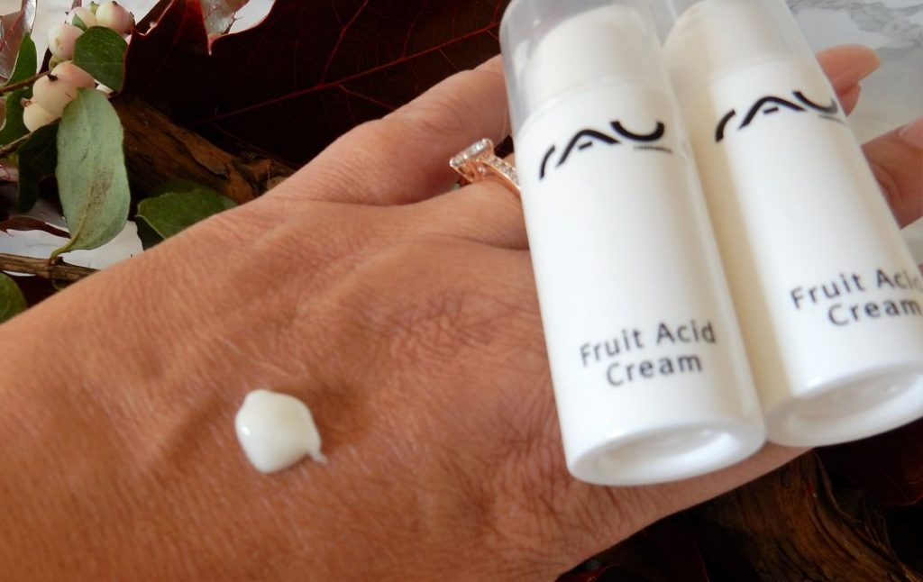 RAU-cosmetics-fruit-acid-cream-handscn4969