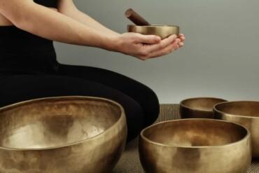 De helende kracht van geluid met een Tibetaanse schaal